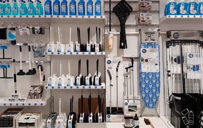 Nord Clean -siivoustuotteita hyllyissä.