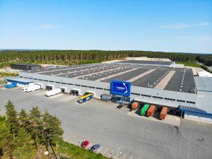 Suuri logistiikkakeskus.